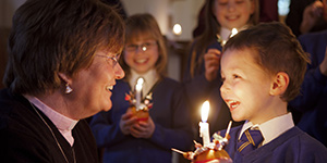 what-is-christingle_childrens-society_christingle_MG_4773_300x150px